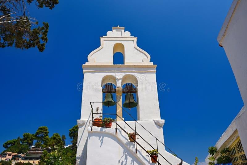 Iglesia-templo griego hermoso en la isla de Corfú-Grecia Monasterio de Vlacherna fotos de archivo libres de regalías