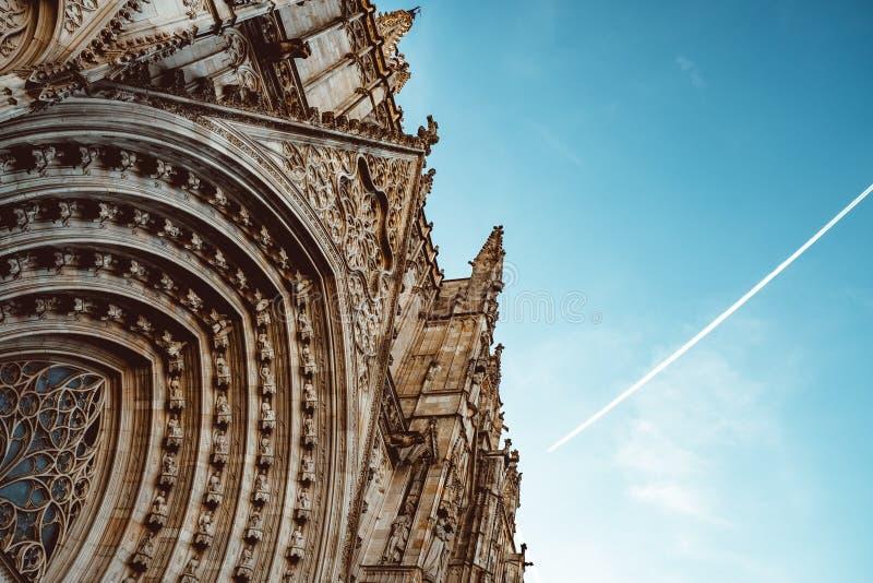 Iglesia vieja en el cuarto g?tico de Barcelona Tambi?n se llama como Barri Gotic fotografía de archivo