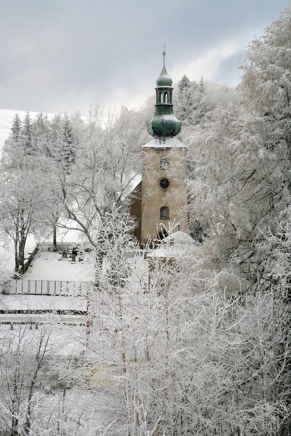 Iglesia vieja en Pasterka por invierno. fotos de archivo libres de regalías