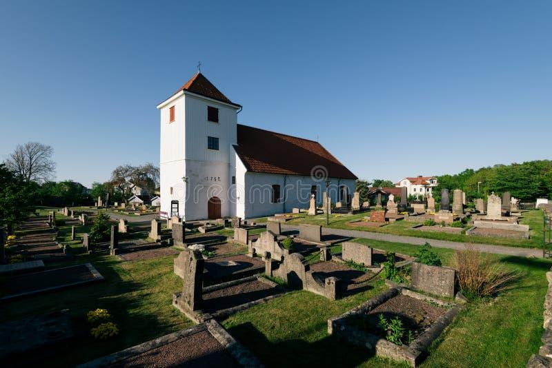 Iglesia y cementerio en Styrso imagenes de archivo