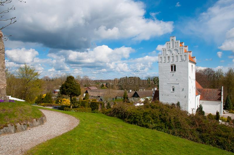 Download Iglesia Y Ciudad De Udby En Dinamarca Foto de archivo - Imagen de histórico, parque: 100532336