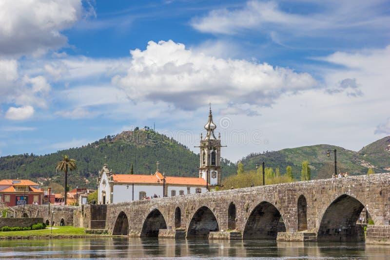 Iglesia y puente romano en Ponte de Lima fotografía de archivo libre de regalías