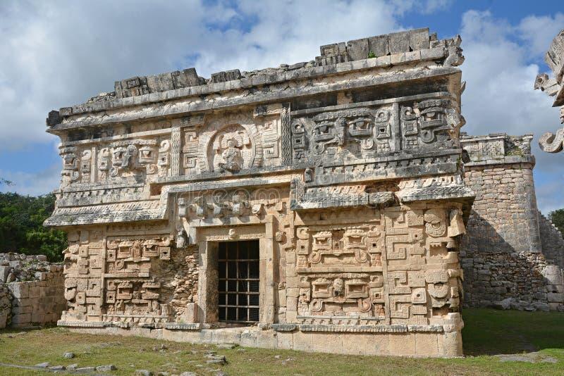 Iglesia y templo de alivios en Chichen Itza foto de archivo libre de regalías