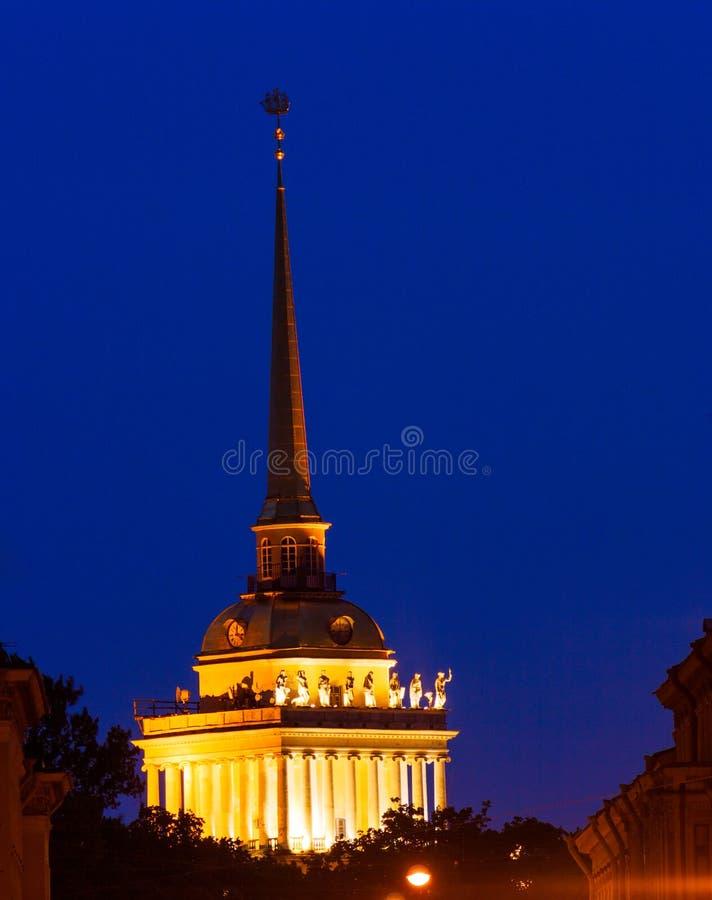 Iglica Admiralici Budynek przy Noc obraz royalty free