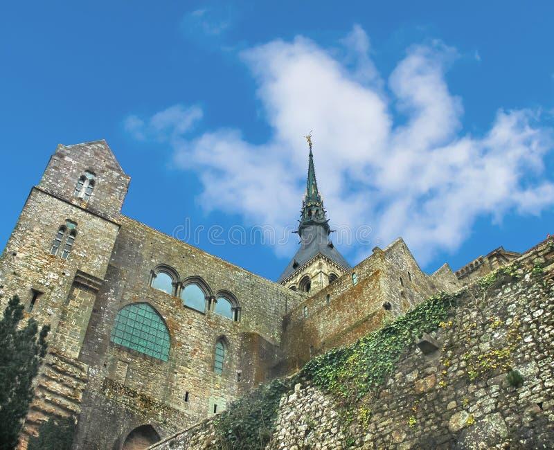 Iglica katedra w opactwie Mont saint michel. obraz royalty free