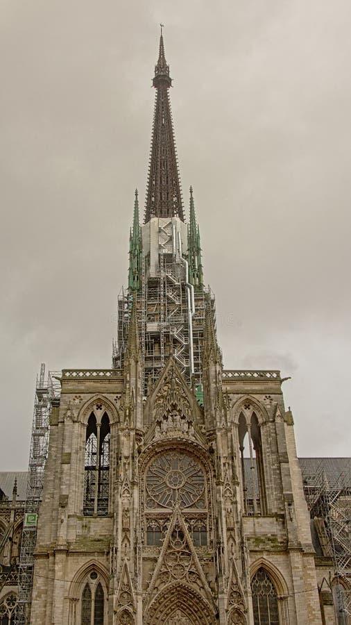 Iglica Rouen katedra w rusztowaniu zdjęcie stock
