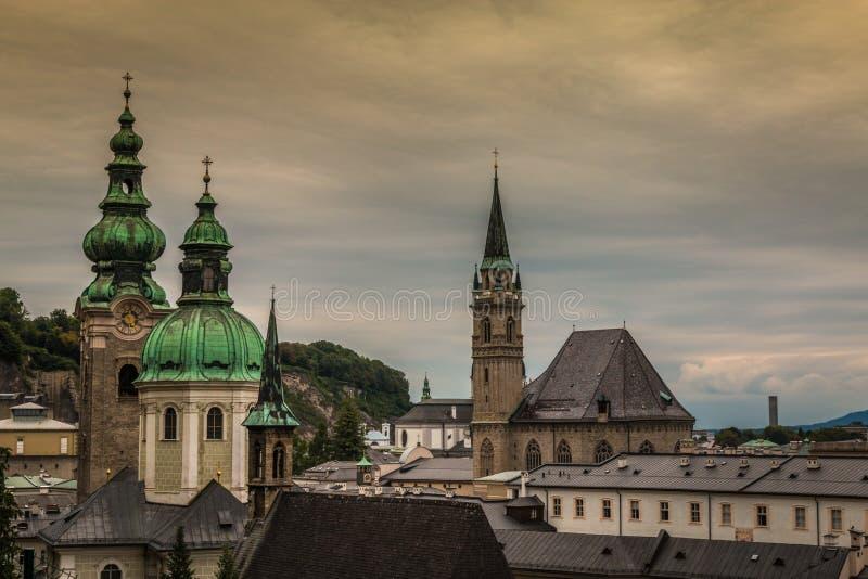 Iglicy i kolumny Salzburg Austria fotografia stock