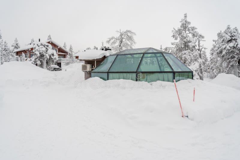 Iglu de vidro em Lapland perto de Sirkka, Finlandia imagens de stock royalty free