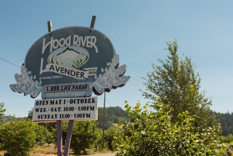 Ign voor het Hood River Lavender-landbouwbedrijf in Oregon Dit is een van de u-oogst gebied lavendelbloem, open in de zomer stock fotografie