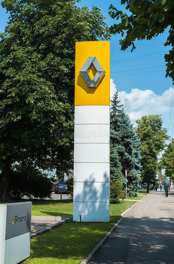 Ignage på Renault bilåterförsäljares byggnad royaltyfri foto
