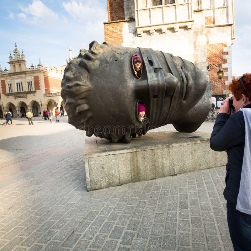 Igors Mitorajs skulptur Eros Bendato (Eros Tied) 1999 på den huvudsakliga fyrkanten av staden royaltyfria bilder