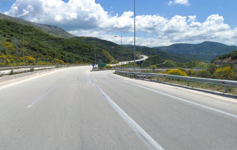 Igoumenitsa, Grèce, le 24 mai 2019 sur la route qui croise la Grèce continentale photos libres de droits
