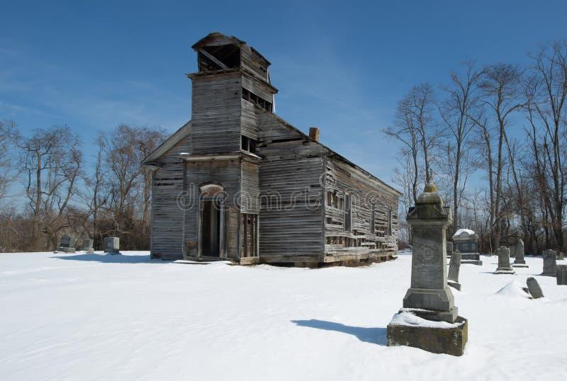 Igreja abandonada no cemitério de Ohio fotos de stock