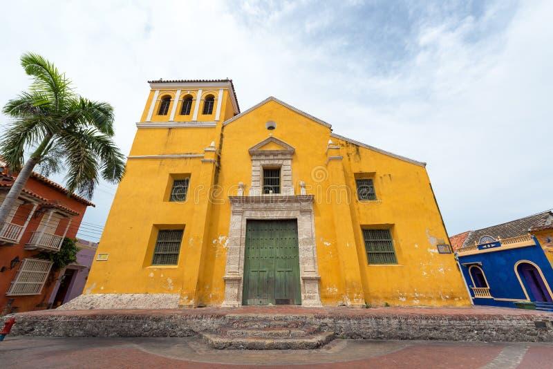 Igreja amarela em Cartagena fotos de stock