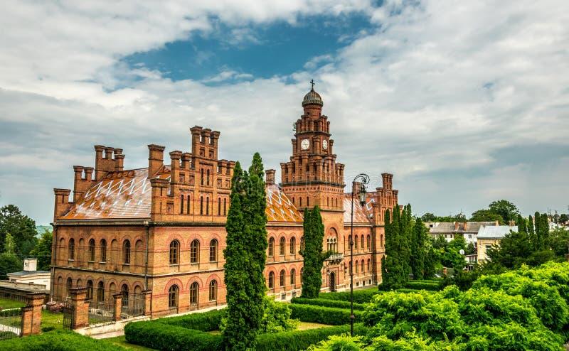 Igreja antiga e a residência de Bukovina metropolitano na cidade de Chernivtsi, Ucrânia fotografia de stock royalty free