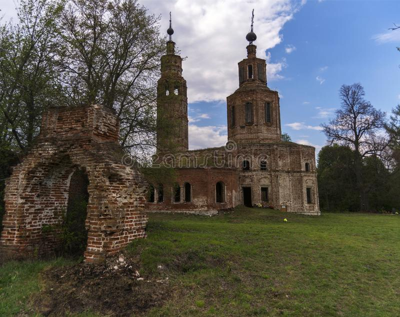 Igreja arruinada abandonada em R?ssia Vila de Kolentsy, Ryazan imagem de stock