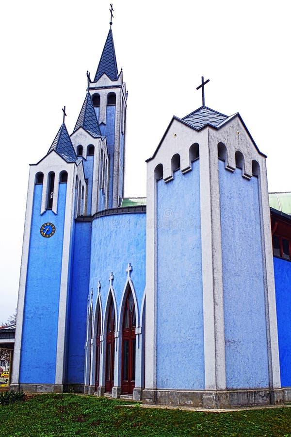 Download Igreja azul foto de stock. Imagem de torres, holy, moderno - 107529178