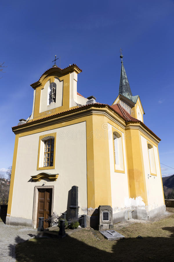Igreja barroco de st Wenceslas em Vsenory no céu azul, República Checa fotografia de stock royalty free