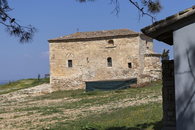 Igreja bizantina velha na cidade de Nea Fokea, Kassandra, Chalkidiki, Macedônia central, Grécia imagem de stock