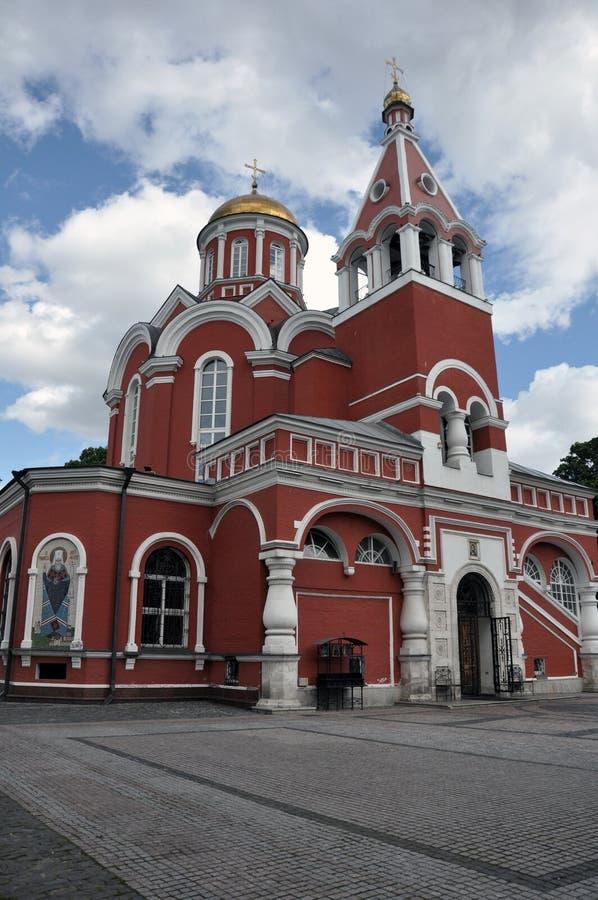 Igreja bonita do aviso do Theotokos o mais santamente no parque de Petrovsky em Moscou fotos de stock royalty free