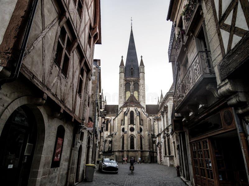 Igreja bonita francesa em Dijon, França Cathedr gótico clássico fotografia de stock