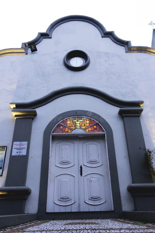 A igreja bonita na praia imagens de stock royalty free