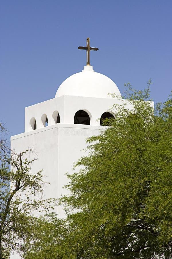 Igreja branca com cruz fotos de stock
