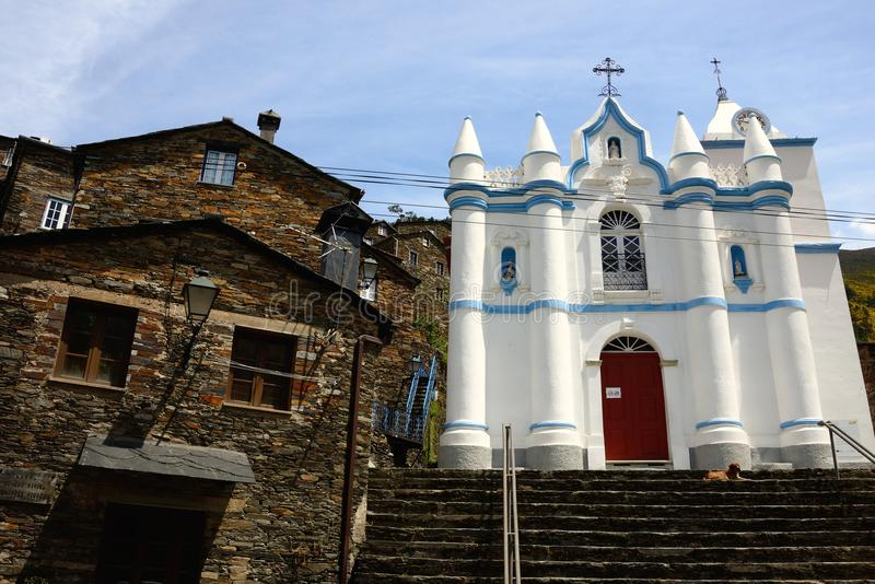 Igreja branca de Piodao foto de stock
