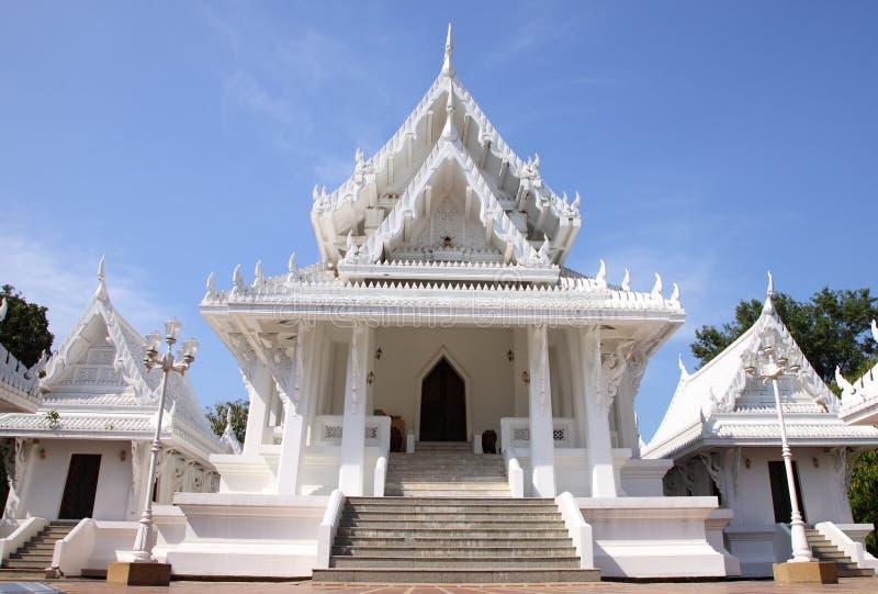 Igreja branca em Tailândia fotografia de stock royalty free