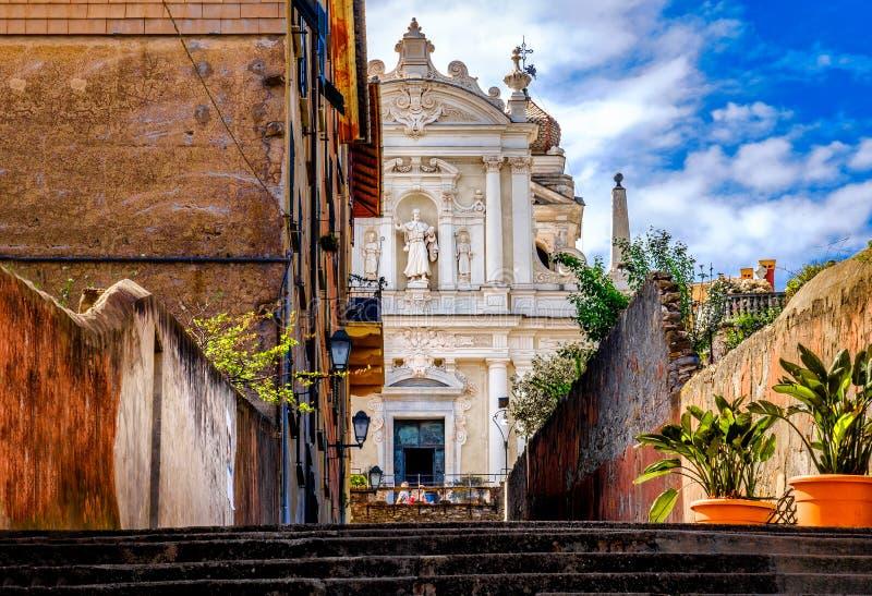 Igreja branca Santa Margherita Ligure Genoa Italy de Lettere do delle do Signora das panaceias da fachada da igreja italiana barr fotos de stock