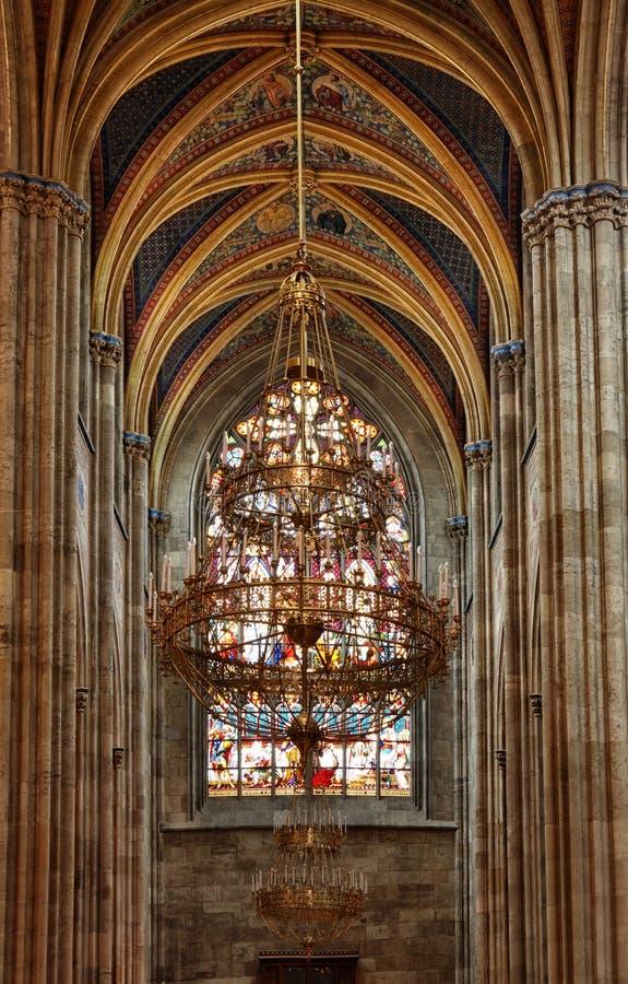 Igreja Católica Arquitetura barroco e gótico Arcada arcado da janela Votivkirche, Viena interiror foto de stock royalty free