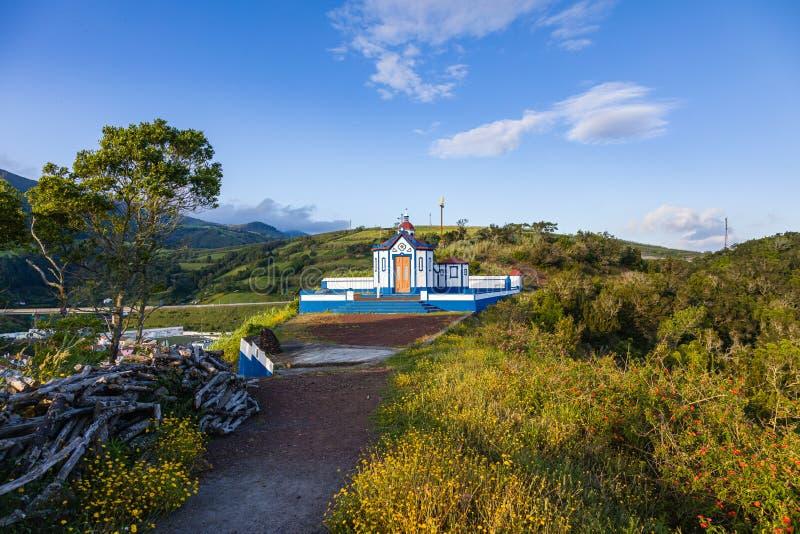 A igreja Católica de Nossa Senhora faz Monte sobre a água De Pau, Sao Miguel, Açores imagem de stock royalty free