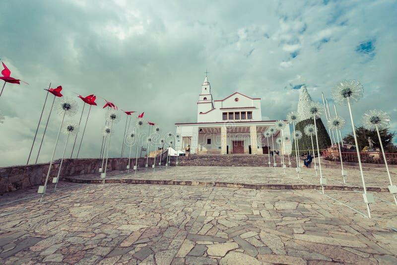 Igreja Católica na parte superior da montanha imagens de stock royalty free