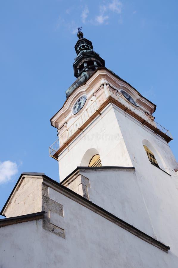Igreja católica no mesto nad Vahom de Nove da cidade foto de stock royalty free