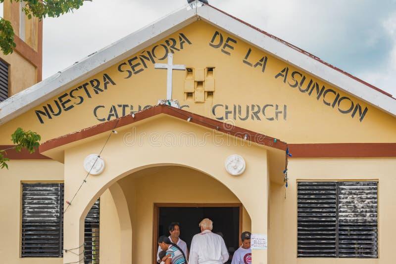Igreja Católica pequena na ilha do calafate de Caye em Belize imagem de stock