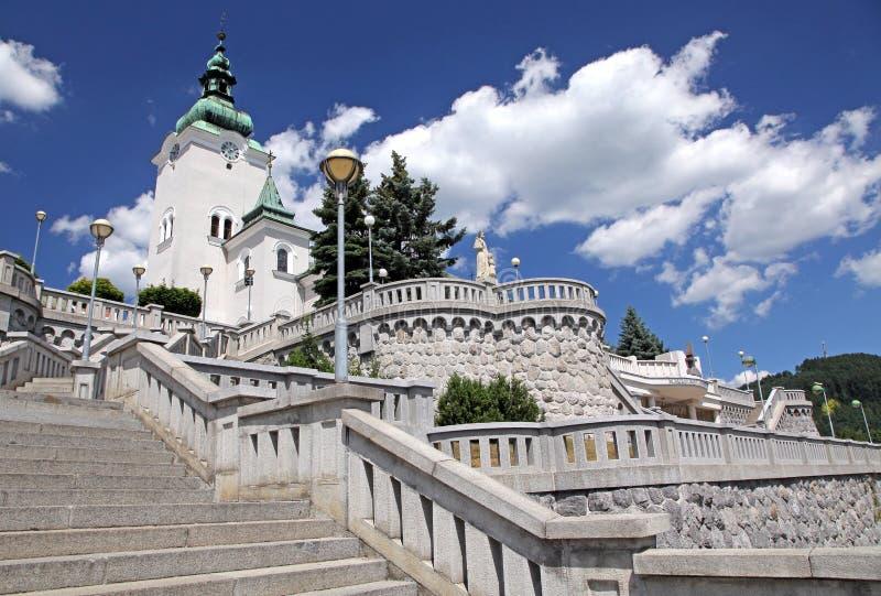 Igreja católica romana na cidade Ruzomberok, Eslováquia foto de stock royalty free