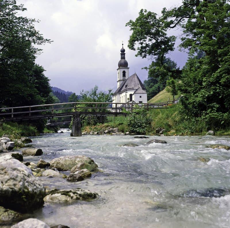 Igreja com ponte foto de stock