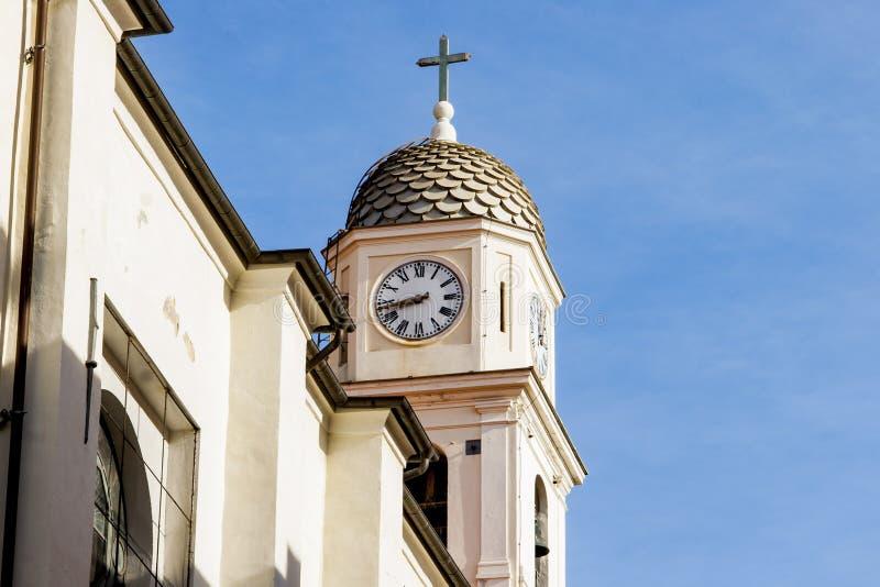 Igreja com uma torre do bel em Sanremo imagem de stock