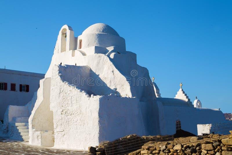 Igreja cristã pequena na ilha grega foto de stock