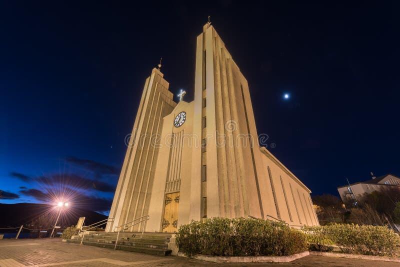 Igreja da arquitetura contemporânea em Egilsstadir foto de stock