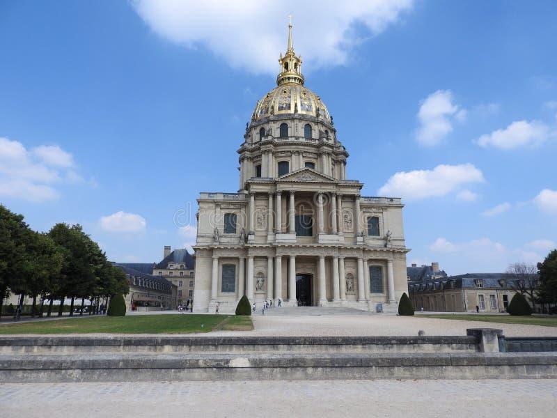 A igreja da casa de desabilitou - o complexo de Les Invalides dos museus e dos monumentos na hist?ria militar de Paris de Fran?a  imagem de stock