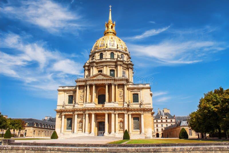 A igreja da casa de desabilitou, Paris, França Les Invalides é complexo dos museus e dos monumentos em Paris fotos de stock royalty free