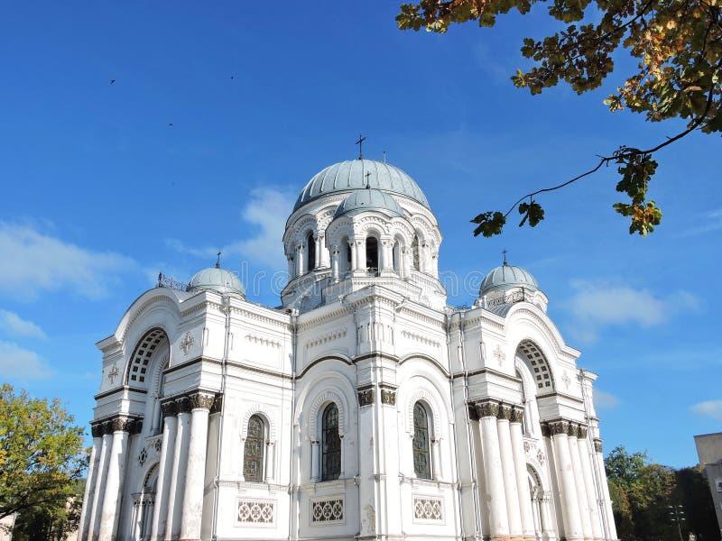 Igreja da cidade de Kaunas, Lituânia imagem de stock