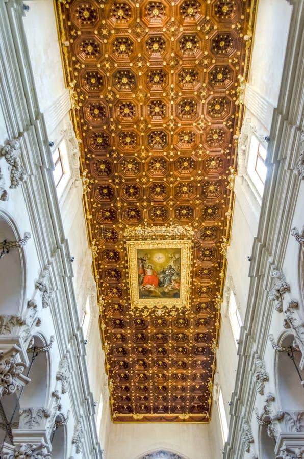 Igreja da cruz santamente, interiores Lecce, Itália imagens de stock royalty free