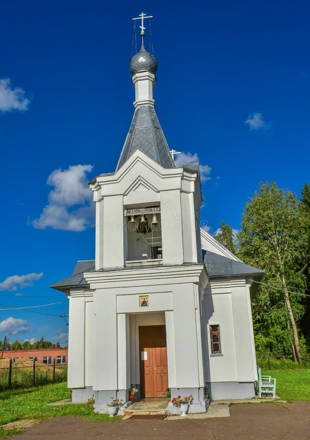 Igreja da intercessão na vila do dacheva da região de Ivanovo foto de stock