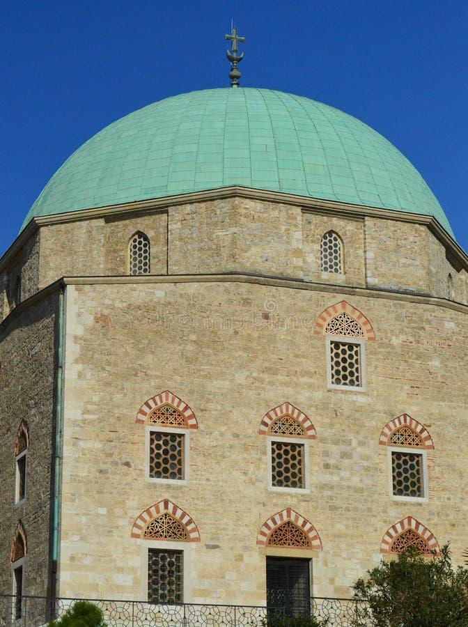A igreja da mesquita, CPE, Hungria fotos de stock royalty free