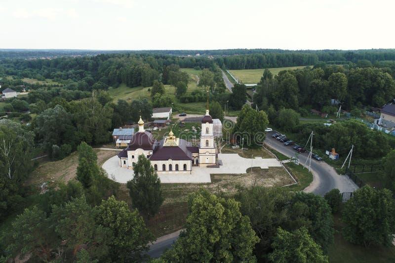 Igreja da natividade do Virgin e dos arredores abençoados, vila de Nikolskoye, região de Kaluga, Rússia fotos de stock
