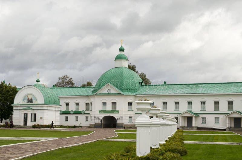 Igreja da porta de São Nicolau a região Rússia de Leninegrado do monastério de Wonderworker Alexander-Svirsky imagem de stock