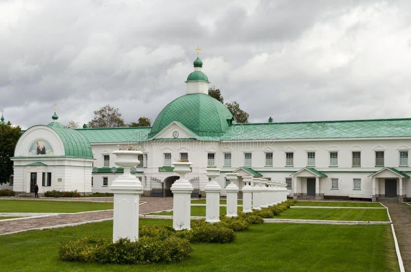Igreja da porta de São Nicolau a região Rússia de Leninegrado do monastério de Wonderworker Alexander-Svirsky fotografia de stock