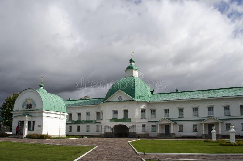 Igreja da porta de São Nicolau a região Rússia de Leninegrado do monastério de Wonderworker Alexander-Svirsky imagens de stock